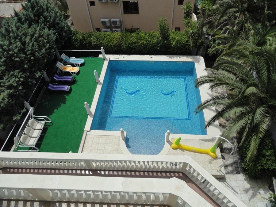 Vila  sa bazenom - 6 spavacih soba