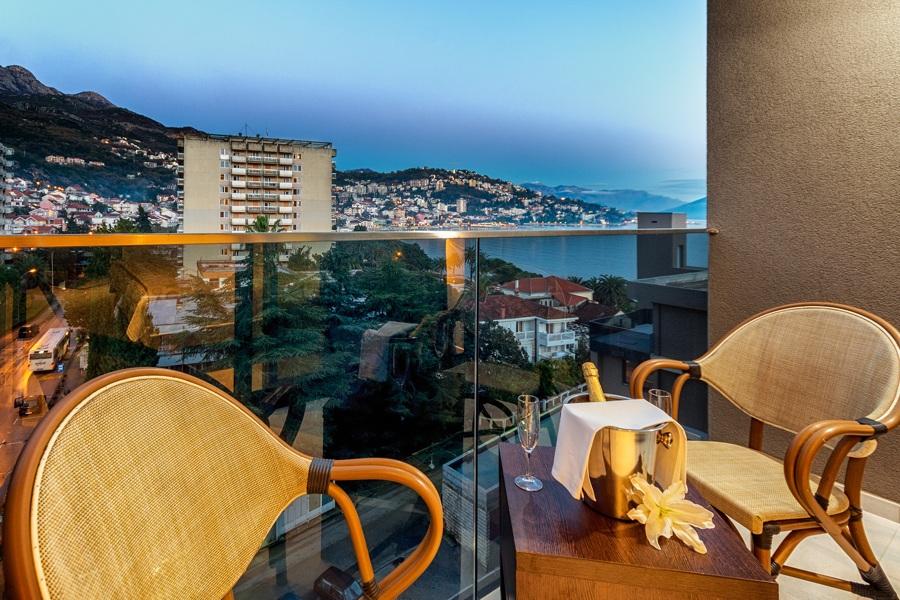 HOTEL PALMON BAY